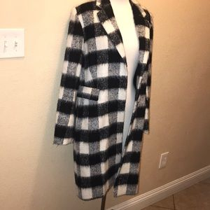 Brand new never been worn woman Coat size L